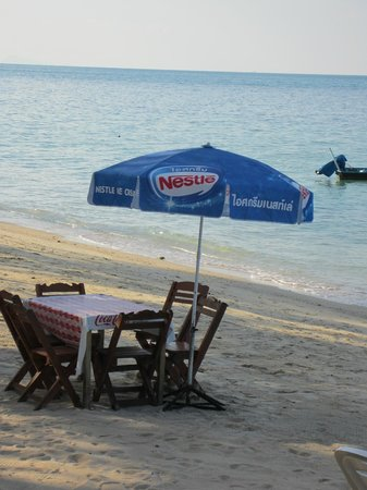Swiss Garden Restaurant: tables on the sand