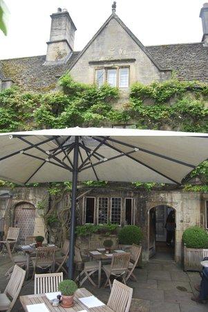 Old Parsonage Hotel: Quando o tempo permite, chá das cinco ao ar livre...