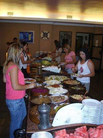 Temple Class Hotel : buffet meals