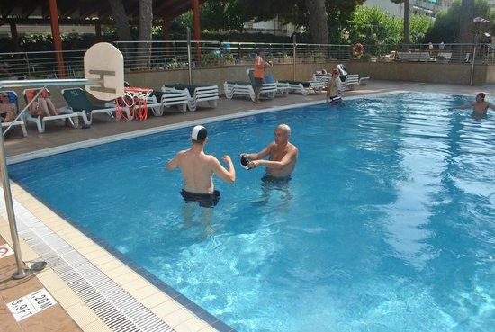 Hotel Golden Port Salou: 2 бассейн