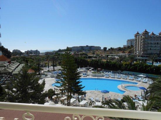 Serenis Hotel: Ausblick vom Balkon zimmer 247
