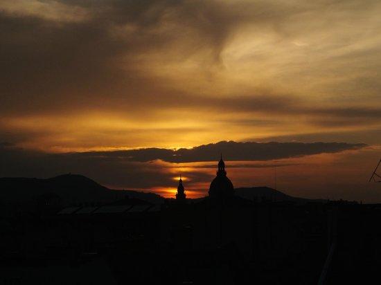 Continental Hotel Budapest: Por do sol visto do terraço