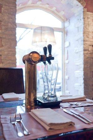 Fifth Ocean: Пивные краники индивидуально на каждом столе
