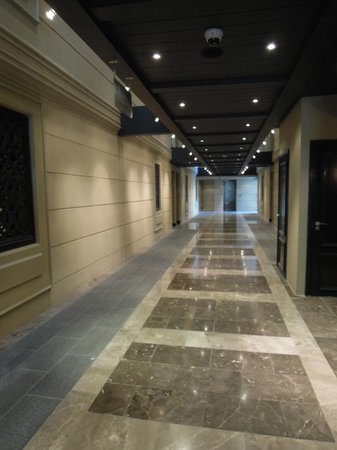 Cape Royale Luxury Hotel: Hotel Hallway