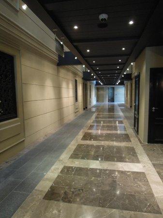 Cape Royale Luxury Hotel : Hotel Hallway