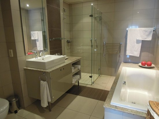 Cape Royale Luxury Hotel : Suite Bathroom #1