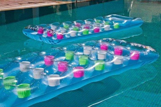 smartline Philippion: Lilos in the pool