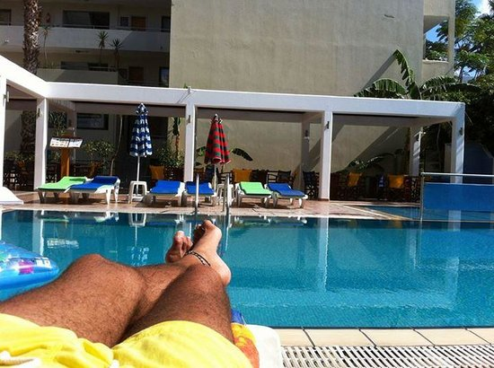 smartline Philippion: Chilling by the pool