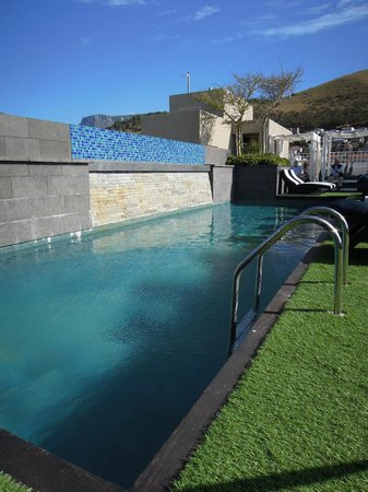 Cape Royale Luxury Hotel : Rooftop Pool