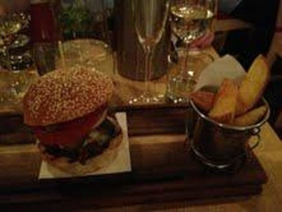 Whitefriar Grill: Burger & Home Fries