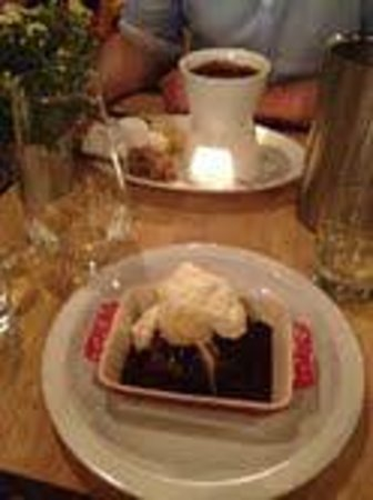 Whitefriar Grill: Birthday Fondue and yummy brownie!! :)