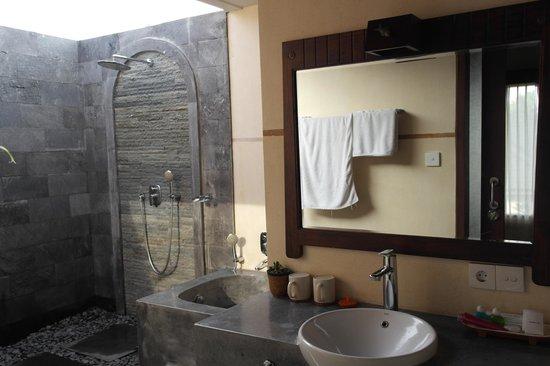 De Munut Balinese Resort: Bathroom