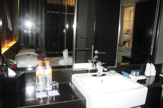 Park Plaza Bangkok Soi 18: Bathroom