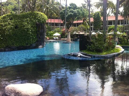 Sheraton Senggigi Beach Resort : Вход в бассейн со стороны моря
