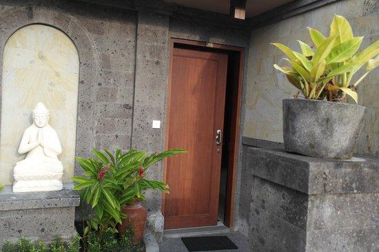 De Munut Balinese Resort: Room Entrance