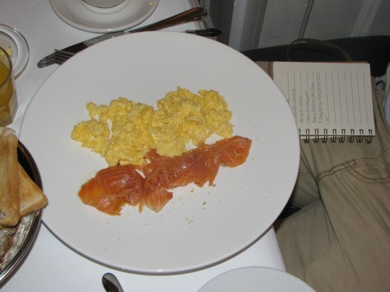 Cliff TownHouse: Salmon & Eggs