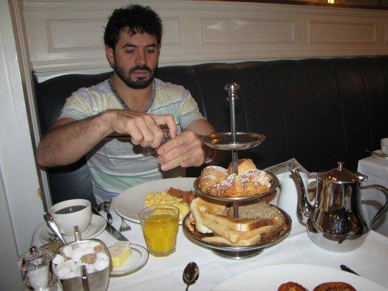 Cliff TownHouse: Breakfast
