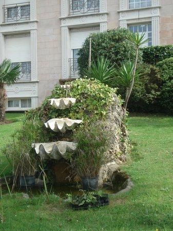 Begona Park Hotel: фонтан перед входом