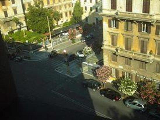 Hotel Beverly Hills Rome: vista della camera dai piani alti.