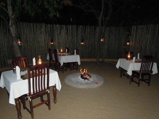 Toro Yaka Bush Lodge : Boma Dinner