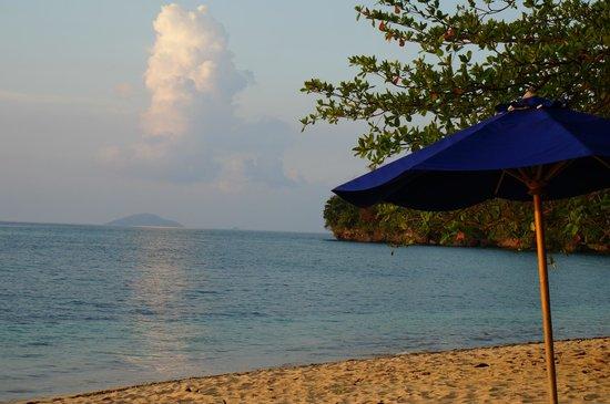 vom liegestuhl am strand bild von siladen resort spa siladen island tripadvisor. Black Bedroom Furniture Sets. Home Design Ideas