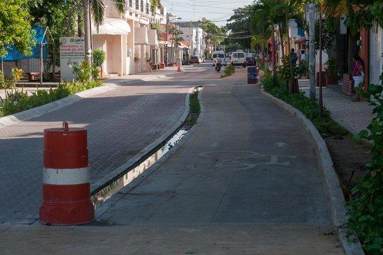Piste Cyclable sur Paseo Xaman-Ha: 10-я авеню
