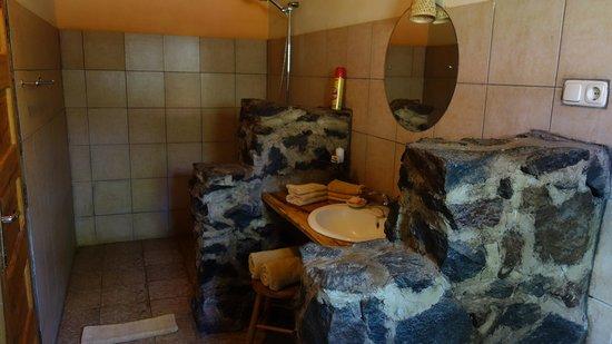 Meru View Lodge: Badezimmer