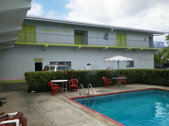 Cocrico Inn: Poolside