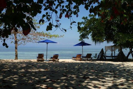 Siladen Resort & Spa: Strand
