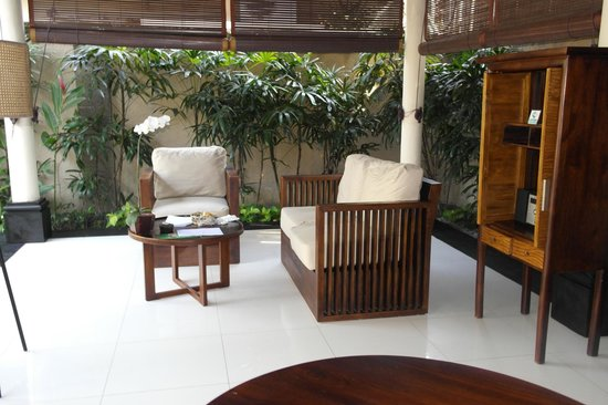 Kamuela Villas and Suite Sanur: Sitting Area