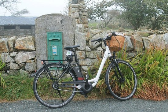 Bike Electric Connemara : Making the Post at Callow on the Ballyconnely/Roundstone Loop.
