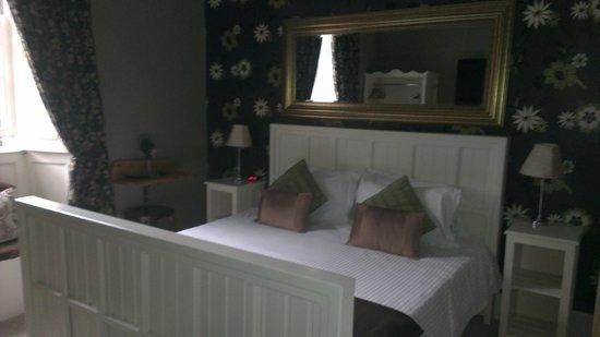 The Sun Inn: Huge bed