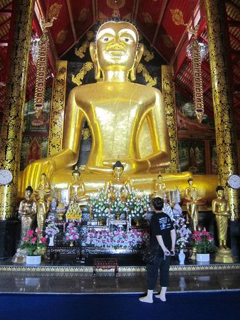 Wat Jed Yod : Enormous Golden Buddha