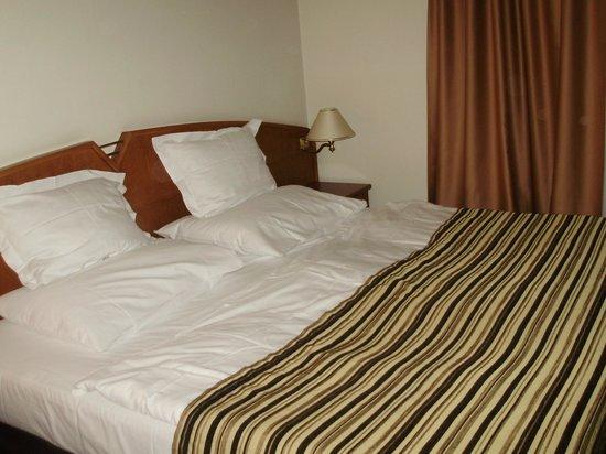 Plaza Alta: кровать в номере