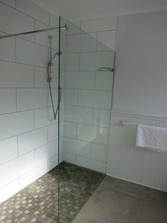 Beluga House: nice shower