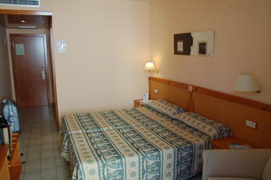 Hotel GHT Oasis Tossa & SPA : компактный номер