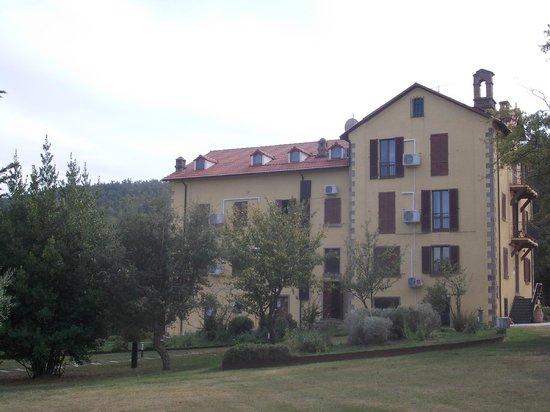 Hotel Residence Sant'Uberto: Esterno dell'albergo