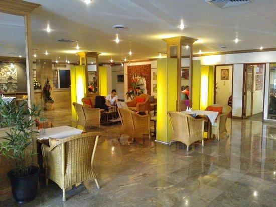The Tarntawan Hotel Surawong Bangkok: Hotel lobby