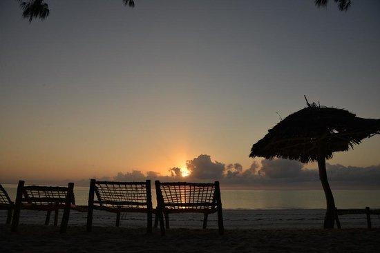 Ndame Beach Lodge Zanzibar : sun rise