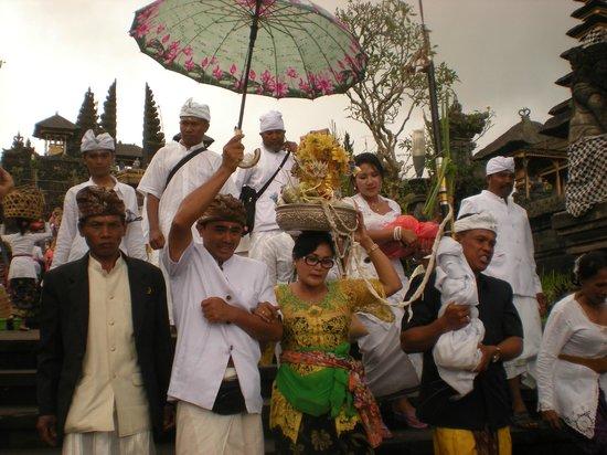 Samhita Garden: escursione per la visita al Tempio Madre. Partenza dall'hotel alle ore 9.00 per il tempio e per