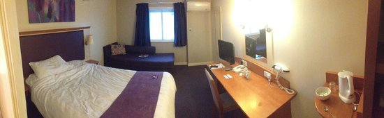 Premier Inn London Wimbledon South Hotel : Bedroom