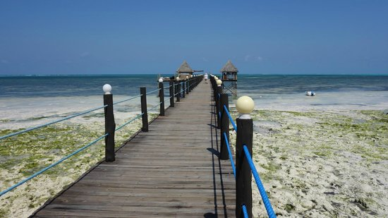 Spice Island Hotel Resort Zanzibar: Seebrücke über dem Nicht-Strand