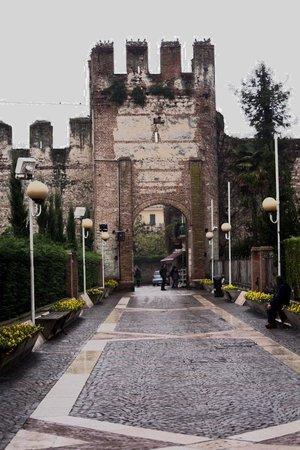 Lazise, Italy: Porta di ingresso alla città