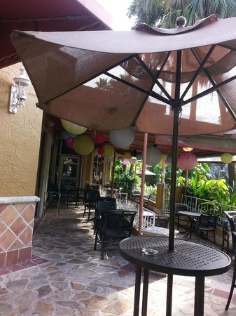 Embassy Suites by Hilton Fort Lauderdale 17th Street: Restaurant outdoor seating