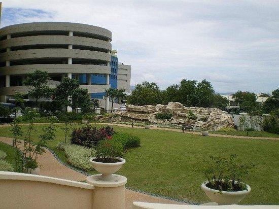 Pool Nipa Hut Picture Of Radisson Blu Cebu Cebu City Tripadvisor