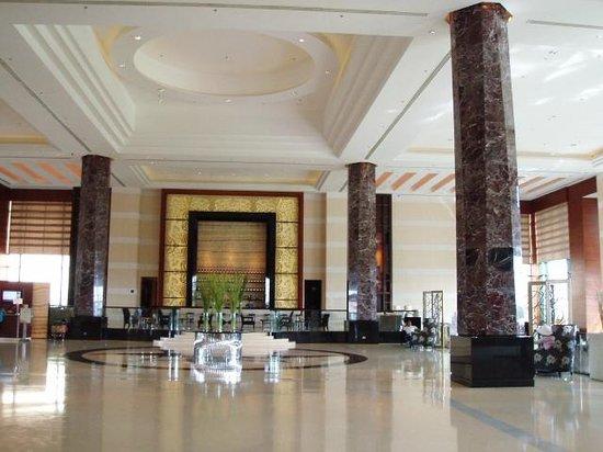 Radisson Blu Cebu: Grand Lobby Archway