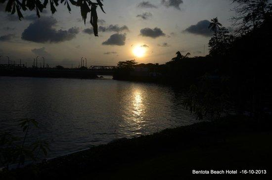 Bentota Beach by Cinnamon : Sunrise from Sunrise tower of the hotel