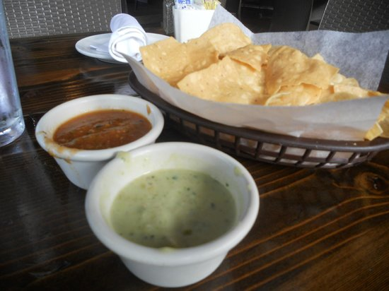 Ninfa's on Navigation: guac dip and salsa are great