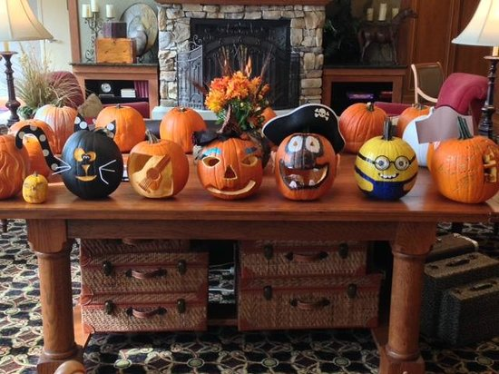 Hampton Inn & Suites Murfreesboro: Pumpkins for halloween
