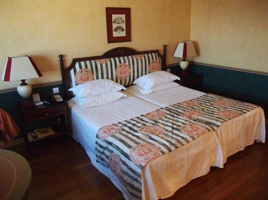 Dom Pedro Lisboa: кровать в номере